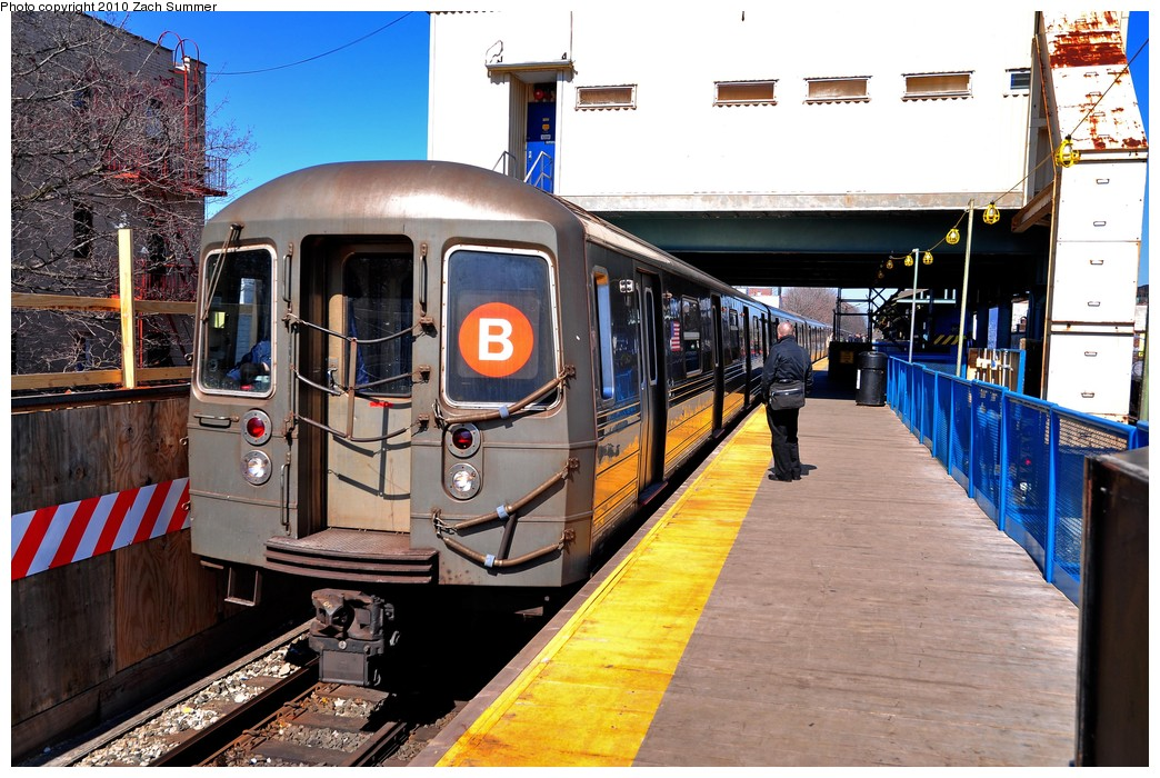 (251k, 1044x700)<br><b>Country:</b> United States<br><b>City:</b> New York<br><b>System:</b> New York City Transit<br><b>Line:</b> BMT Brighton Line<br><b>Location:</b> Kings Highway <br><b>Route:</b> B<br><b>Car:</b> R-68 (Westinghouse-Amrail, 1986-1988)  2784 <br><b>Photo by:</b> Zach Summer<br><b>Date:</b> 3/9/2010<br><b>Viewed (this week/total):</b> 3 / 1031