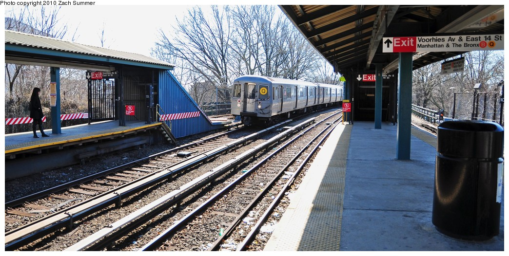 (248k, 1044x526)<br><b>Country:</b> United States<br><b>City:</b> New York<br><b>System:</b> New York City Transit<br><b>Line:</b> BMT Brighton Line<br><b>Location:</b> Sheepshead Bay <br><b>Route:</b> Q<br><b>Car:</b> R-68A (Kawasaki, 1988-1989)  5162 <br><b>Photo by:</b> Zach Summer<br><b>Date:</b> 3/9/2010<br><b>Viewed (this week/total):</b> 0 / 718