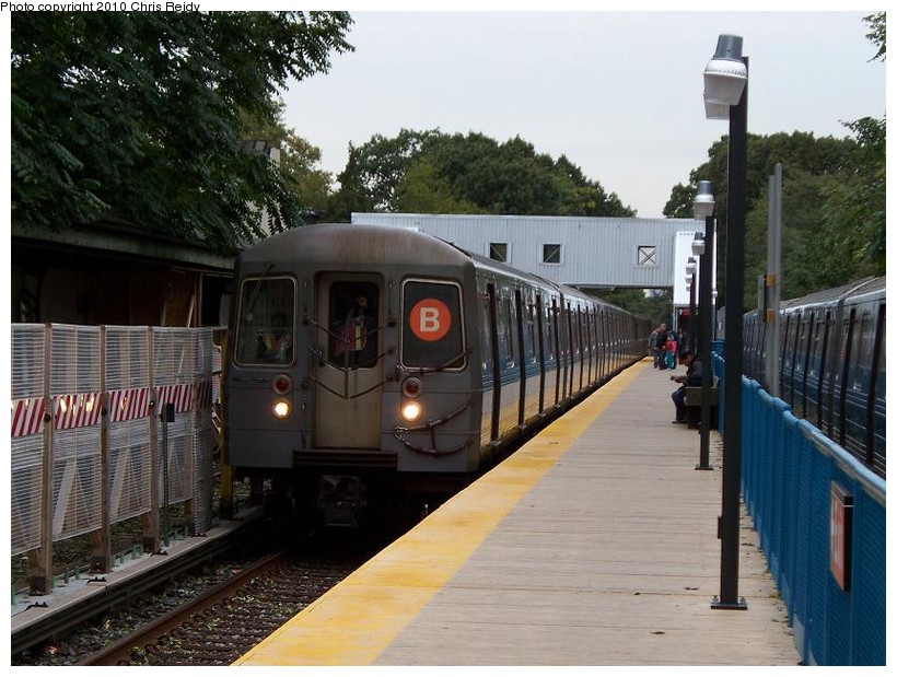 (155k, 820x619)<br><b>Country:</b> United States<br><b>City:</b> New York<br><b>System:</b> New York City Transit<br><b>Line:</b> BMT Brighton Line<br><b>Location:</b> Avenue J <br><b>Route:</b> B<br><b>Car:</b> R-68A (Kawasaki, 1988-1989)  5092 <br><b>Photo by:</b> Chris Reidy<br><b>Date:</b> 10/12/2009<br><b>Viewed (this week/total):</b> 4 / 427