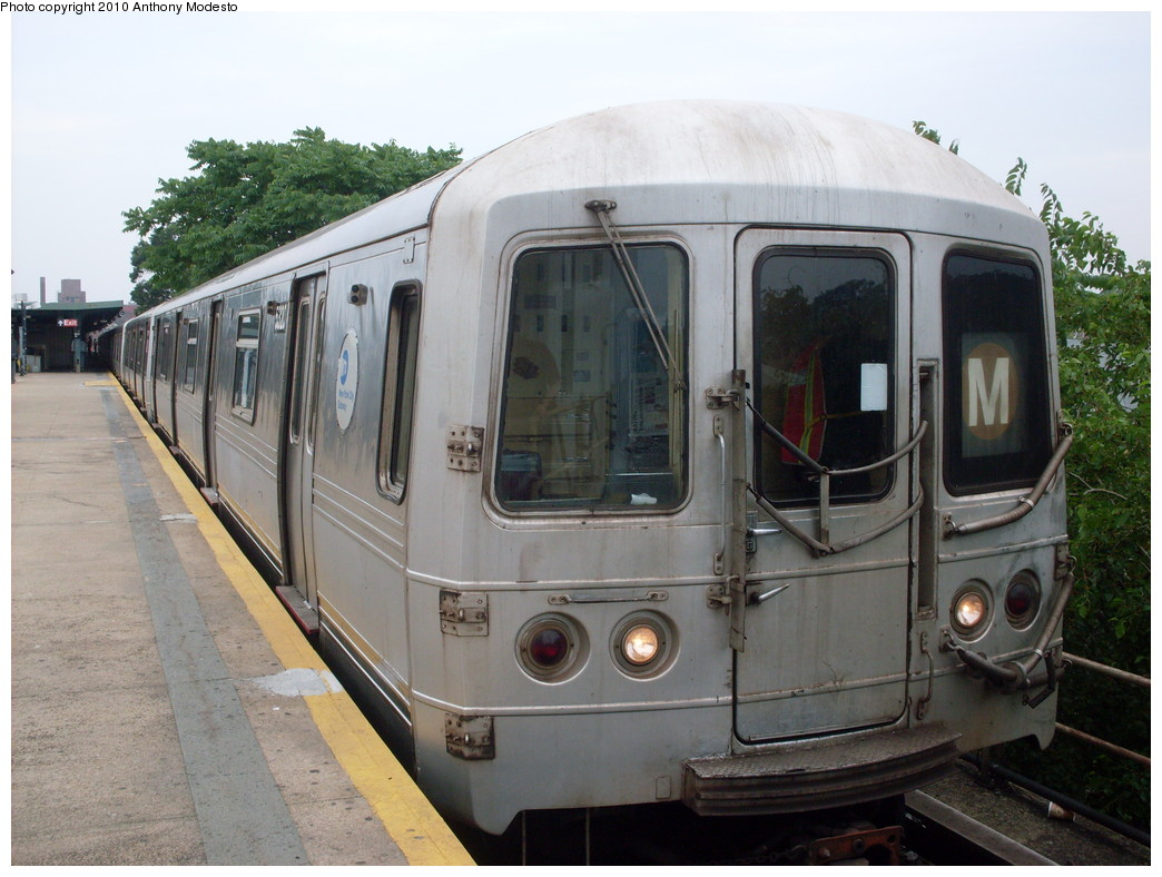 (233k, 1044x788)<br><b>Country:</b> United States<br><b>City:</b> New York<br><b>System:</b> New York City Transit<br><b>Line:</b> IND Rockaway<br><b>Location:</b> Mott Avenue/Far Rockaway <br><b>Route:</b> A<br><b>Car:</b> R-44 (St. Louis, 1971-73) 5320 <br><b>Photo by:</b> Anthony Modesto<br><b>Date:</b> 7/1/2009<br><b>Notes:</b> Wrong sign.<br><b>Viewed (this week/total):</b> 0 / 1674