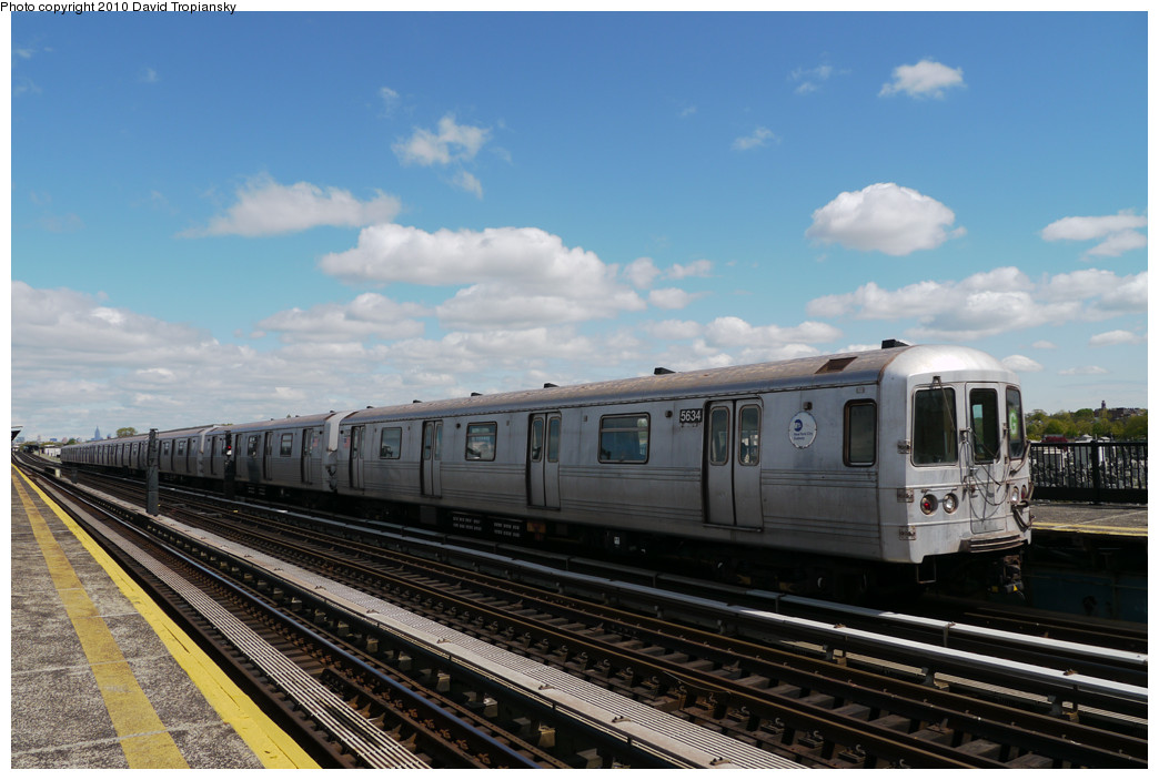 (222k, 1044x703)<br><b>Country:</b> United States<br><b>City:</b> New York<br><b>System:</b> New York City Transit<br><b>Line:</b> BMT Culver Line<br><b>Location:</b> Bay Parkway (22nd Avenue) <br><b>Route:</b> G<br><b>Car:</b> R-46 (Pullman-Standard, 1974-75) 5634 <br><b>Photo by:</b> David Tropiansky<br><b>Date:</b> 4/18/2010<br><b>Viewed (this week/total):</b> 2 / 318
