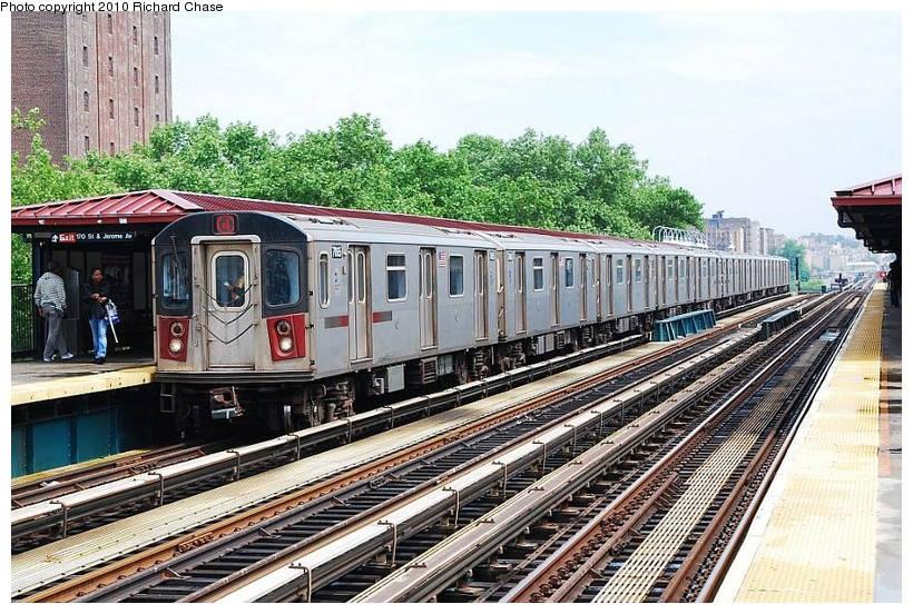 (180k, 820x552)<br><b>Country:</b> United States<br><b>City:</b> New York<br><b>System:</b> New York City Transit<br><b>Line:</b> IRT Woodlawn Line<br><b>Location:</b> 170th Street <br><b>Route:</b> 4<br><b>Car:</b> R-142 or R-142A (Number Unknown)  <br><b>Photo by:</b> Richard Chase<br><b>Date:</b> 5/8/2010<br><b>Viewed (this week/total):</b> 1 / 523