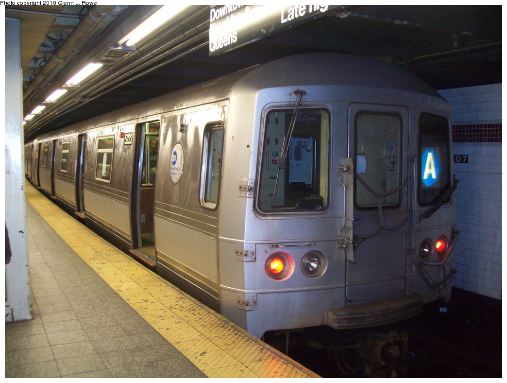 (205k, 1044x788)<br><b>Country:</b> United States<br><b>City:</b> New York<br><b>System:</b> New York City Transit<br><b>Line:</b> IND 8th Avenue Line<br><b>Location:</b> 207th Street <br><b>Route:</b> A<br><b>Car:</b> R-44 (St. Louis, 1971-73) 5222 <br><b>Photo by:</b> Glenn L. Rowe<br><b>Date:</b> 4/30/2010<br><b>Viewed (this week/total):</b> 3 / 790