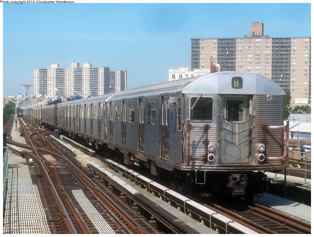 (354k, 1044x788)<br><b>Country:</b> United States<br><b>City:</b> New York<br><b>System:</b> New York City Transit<br><b>Line:</b> BMT Brighton Line<br><b>Location:</b> Brighton Beach <br><b>Route:</b> B<br><b>Car:</b> R-32 (Budd, 1964)  3520 <br><b>Photo by:</b> Christopher Henderson<br><b>Date:</b> 6/2/2010<br><b>Viewed (this week/total):</b> 2 / 984