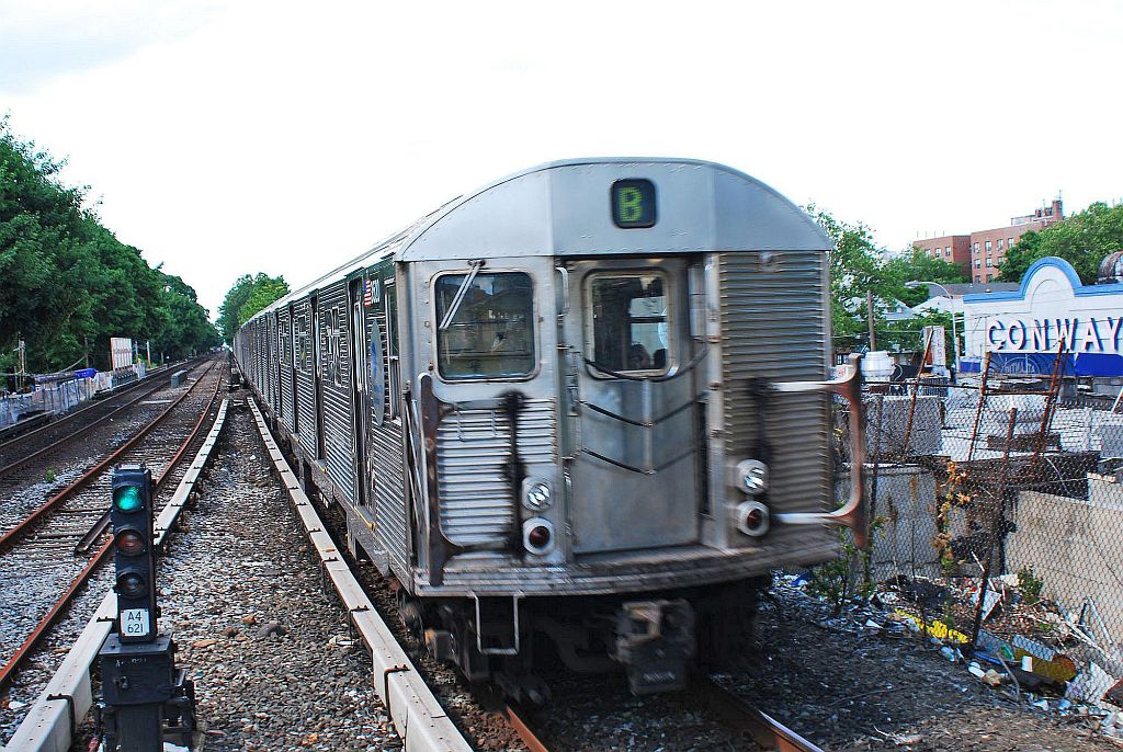(199k, 1024x686)<br><b>Country:</b> United States<br><b>City:</b> New York<br><b>System:</b> New York City Transit<br><b>Line:</b> BMT Brighton Line<br><b>Location:</b> Kings Highway <br><b>Route:</b> B<br><b>Car:</b> R-32 (Budd, 1964)   <br><b>Photo by:</b> Richard Chase<br><b>Date:</b> 6/7/2010<br><b>Viewed (this week/total):</b> 0 / 1303