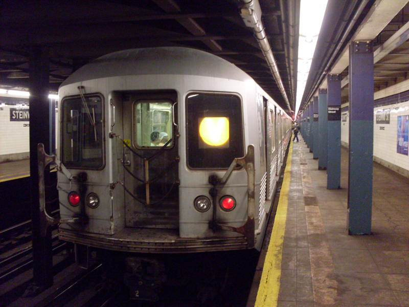(69k, 800x600)<br><b>Country:</b> United States<br><b>City:</b> New York<br><b>System:</b> New York City Transit<br><b>Line:</b> IND Queens Boulevard Line<br><b>Location:</b> Steinway Street <br><b>Route:</b> V<br><b>Car:</b> R-42 (St. Louis, 1969-1970)  4656 <br><b>Photo by:</b> Anthony Modesto<br><b>Date:</b> 8/31/2009<br><b>Viewed (this week/total):</b> 10 / 714