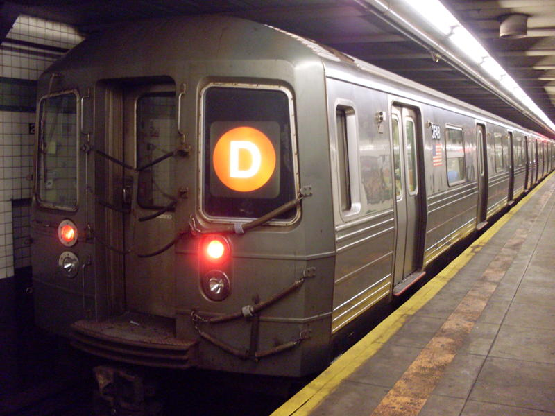 (72k, 800x600)<br><b>Country:</b> United States<br><b>City:</b> New York<br><b>System:</b> New York City Transit<br><b>Line:</b> IND 6th Avenue Line<br><b>Location:</b> 23rd Street <br><b>Route:</b> D reroute<br><b>Car:</b> R-68 (Westinghouse-Amrail, 1986-1988)  2648 <br><b>Photo by:</b> Anthony Modesto<br><b>Date:</b> 8/31/2009<br><b>Viewed (this week/total):</b> 2 / 272