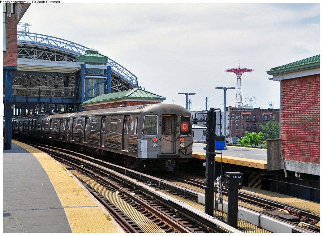 (312k, 1044x763)<br><b>Country:</b> United States<br><b>City:</b> New York<br><b>System:</b> New York City Transit<br><b>Location:</b> Coney Island/Stillwell Avenue<br><b>Route:</b> D<br><b>Car:</b> R-68 (Westinghouse-Amrail, 1986-1988)  2512 <br><b>Photo by:</b> Zach Summer<br><b>Date:</b> 6/23/2010<br><b>Viewed (this week/total):</b> 4 / 1020