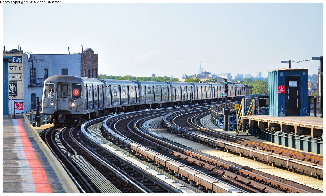 (288k, 1044x630)<br><b>Country:</b> United States<br><b>City:</b> New York<br><b>System:</b> New York City Transit<br><b>Line:</b> BMT West End Line<br><b>Location:</b> 18th Avenue <br><b>Route:</b> D<br><b>Car:</b> R-68 (Westinghouse-Amrail, 1986-1988)  2572 <br><b>Photo by:</b> Zach Summer<br><b>Date:</b> 6/24/2010<br><b>Viewed (this week/total):</b> 2 / 571