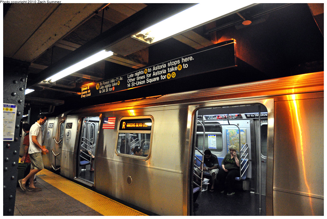 (298k, 1044x700)<br><b>Country:</b> United States<br><b>City:</b> New York<br><b>System:</b> New York City Transit<br><b>Line:</b> BMT Broadway Line<br><b>Location:</b> Whitehall Street <br><b>Route:</b> R<br><b>Car:</b> R-160A (Option 1) (Alstom, 2008-2009, 5 car sets)  9291 <br><b>Photo by:</b> Zach Summer<br><b>Date:</b> 6/25/2010<br><b>Notes:</b> Last Day of W service - note updated signage<br><b>Viewed (this week/total):</b> 4 / 2121