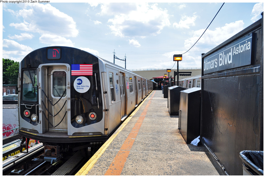 (278k, 1044x700)<br><b>Country:</b> United States<br><b>City:</b> New York<br><b>System:</b> New York City Transit<br><b>Line:</b> BMT Astoria Line<br><b>Location:</b> Ditmars Boulevard <br><b>Route:</b> W<br><b>Car:</b> R-160B (Option 1) (Kawasaki, 2008-2009)  9042 <br><b>Photo by:</b> Zach Summer<br><b>Date:</b> 6/25/2010<br><b>Notes:</b> Last Day of W Service<br><b>Viewed (this week/total):</b> 1 / 881