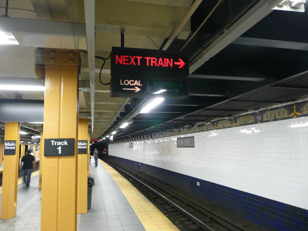(108k, 1024x768)<br><b>Country:</b> United States<br><b>City:</b> New York<br><b>System:</b> New York City Transit<br><b>Line:</b> IRT Flushing Line<br><b>Location:</b> Main Street/Flushing <br><b>Photo by:</b> Robbie Rosenfeld<br><b>Date:</b> 6/21/2010<br><b>Notes:</b> Next train indicator.<br><b>Viewed (this week/total):</b> 5 / 1547