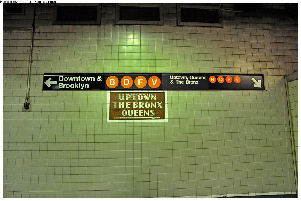 (264k, 1044x700)<br><b>Country:</b> United States<br><b>City:</b> New York<br><b>System:</b> New York City Transit<br><b>Line:</b> IND 6th Avenue Line<br><b>Location:</b> 34th Street/Herald Square <br><b>Photo by:</b> Zach Summer<br><b>Date:</b> 6/25/2010<br><b>Notes:</b> Last day of V service<br><b>Viewed (this week/total):</b> 3 / 1761