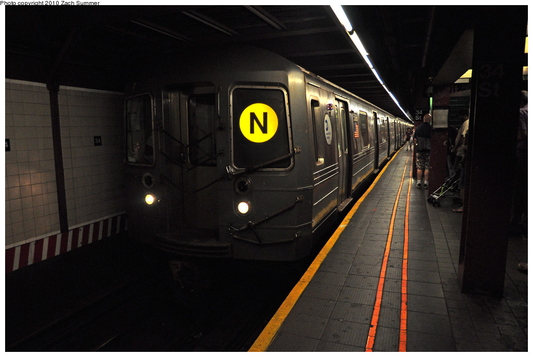 (196k, 1044x700)<br><b>Country:</b> United States<br><b>City:</b> New York<br><b>System:</b> New York City Transit<br><b>Line:</b> BMT Broadway Line<br><b>Location:</b> 34th Street/Herald Square <br><b>Route:</b> N<br><b>Car:</b> R-68A (Kawasaki, 1988-1989)  5086 <br><b>Photo by:</b> Zach Summer<br><b>Date:</b> 6/28/2010<br><b>Notes:</b> First Day of Full-time Broadway Local N Service<br><b>Viewed (this week/total):</b> 1 / 1020