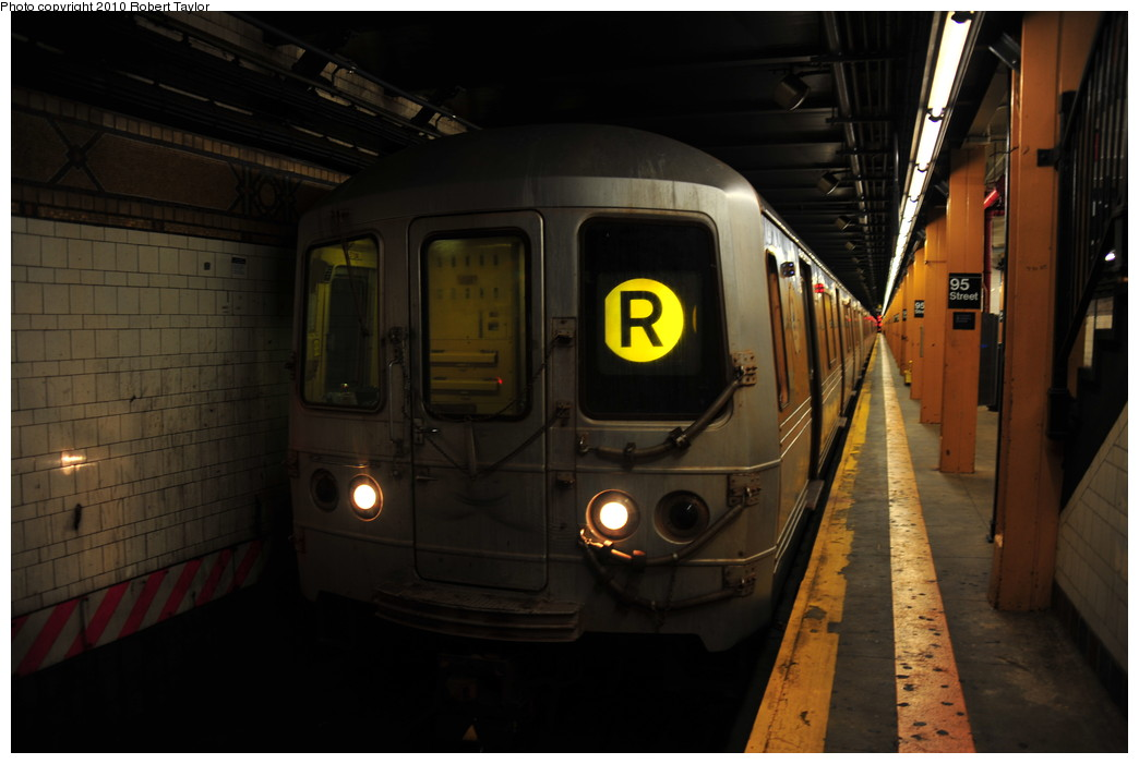 (202k, 1044x701)<br><b>Country:</b> United States<br><b>City:</b> New York<br><b>System:</b> New York City Transit<br><b>Line:</b> BMT 4th Avenue<br><b>Location:</b> 95th Street/Fort Hamilton <br><b>Route:</b> R<br><b>Car:</b> R-46 (Pullman-Standard, 1974-75)  <br><b>Photo by:</b> Robert Taylor<br><b>Date:</b> 7/31/2010<br><b>Viewed (this week/total):</b> 3 / 1317
