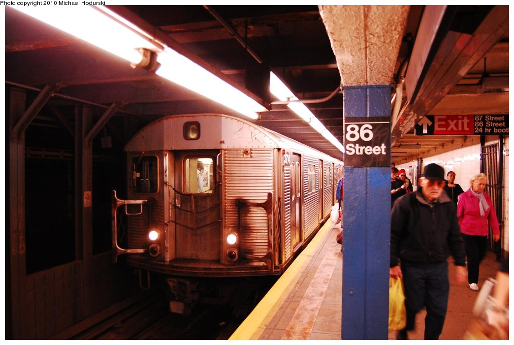 (206k, 1044x701)<br><b>Country:</b> United States<br><b>City:</b> New York<br><b>System:</b> New York City Transit<br><b>Line:</b> IND 8th Avenue Line<br><b>Location:</b> 86th Street <br><b>Route:</b> C<br><b>Car:</b> R-32 (Budd, 1964)  3714 <br><b>Photo by:</b> Michael Hodurski<br><b>Date:</b> 10/15/2010<br><b>Viewed (this week/total):</b> 5 / 662