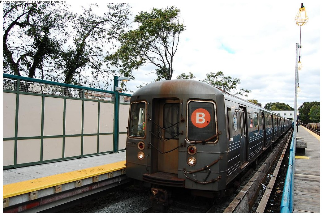 (281k, 1044x699)<br><b>Country:</b> United States<br><b>City:</b> New York<br><b>System:</b> New York City Transit<br><b>Line:</b> BMT Brighton Line<br><b>Location:</b> Avenue J <br><b>Route:</b> B<br><b>Car:</b> R-68A (Kawasaki, 1988-1989)  5118 <br><b>Photo by:</b> Michael Hodurski<br><b>Date:</b> 10/15/2010<br><b>Viewed (this week/total):</b> 1 / 653