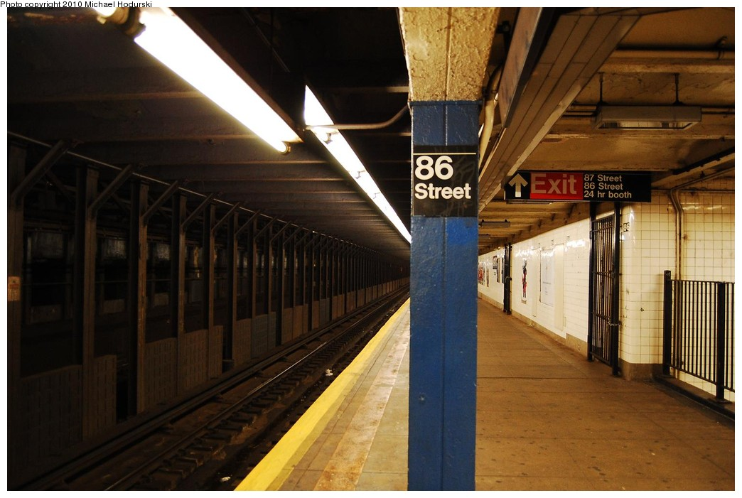 (202k, 1044x701)<br><b>Country:</b> United States<br><b>City:</b> New York<br><b>System:</b> New York City Transit<br><b>Line:</b> IND 8th Avenue Line<br><b>Location:</b> 86th Street <br><b>Photo by:</b> Michael Hodurski<br><b>Date:</b> 10/15/2010<br><b>Viewed (this week/total):</b> 4 / 414