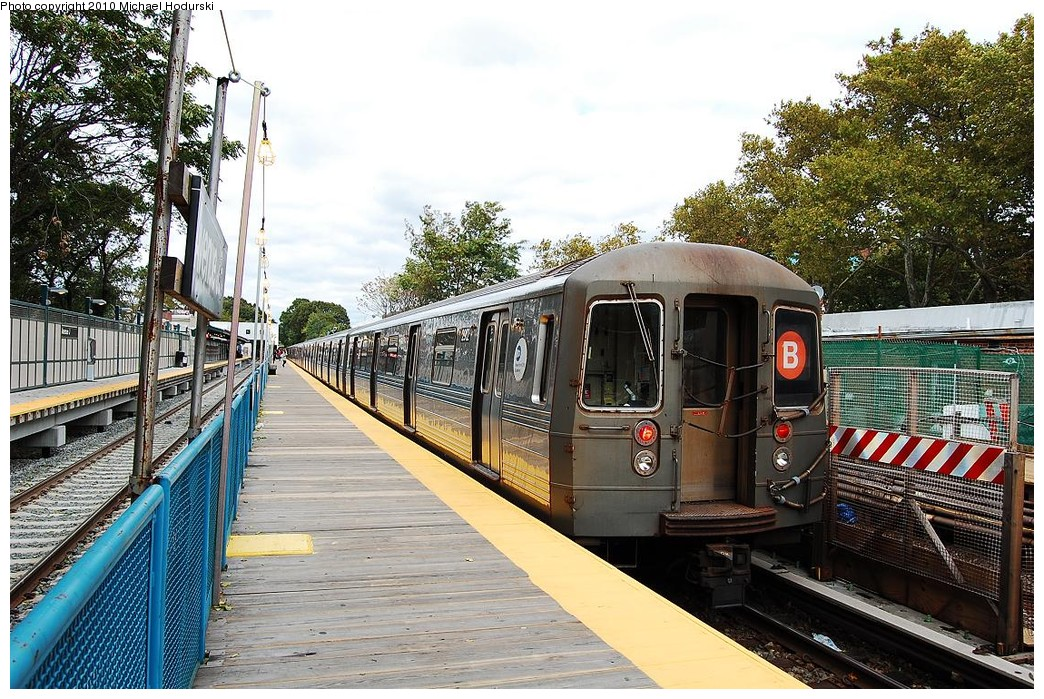 (317k, 1044x699)<br><b>Country:</b> United States<br><b>City:</b> New York<br><b>System:</b> New York City Transit<br><b>Line:</b> BMT Brighton Line<br><b>Location:</b> Avenue J <br><b>Route:</b> B<br><b>Car:</b> R-68 (Westinghouse-Amrail, 1986-1988)  2912 <br><b>Photo by:</b> Michael Hodurski<br><b>Date:</b> 10/15/2010<br><b>Viewed (this week/total):</b> 3 / 360