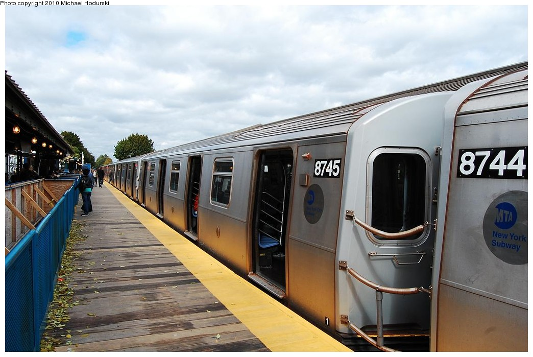 (213k, 1044x699)<br><b>Country:</b> United States<br><b>City:</b> New York<br><b>System:</b> New York City Transit<br><b>Line:</b> BMT Brighton Line<br><b>Location:</b> Kings Highway <br><b>Route:</b> Q<br><b>Car:</b> R-160B (Kawasaki, 2005-2008)  8745 <br><b>Photo by:</b> Michael Hodurski<br><b>Date:</b> 10/15/2010<br><b>Notes:</b> Temporary platform<br><b>Viewed (this week/total):</b> 0 / 513