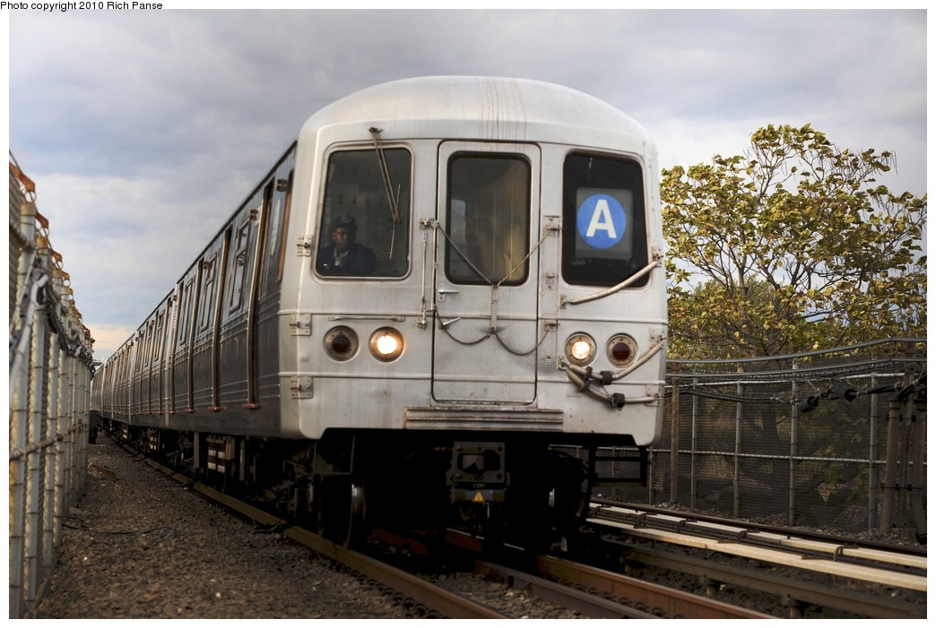 (186k, 1044x701)<br><b>Country:</b> United States<br><b>City:</b> New York<br><b>System:</b> New York City Transit<br><b>Line:</b> IND Rockaway<br><b>Location:</b> Howard Beach <br><b>Route:</b> A<br><b>Car:</b> R-46 (Pullman-Standard, 1974-75)  <br><b>Photo by:</b> Richard Panse<br><b>Date:</b> 10/15/2010<br><b>Viewed (this week/total):</b> 0 / 1048