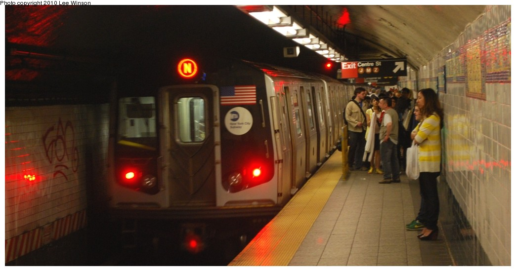(151k, 1044x549)<br><b>Country:</b> United States<br><b>City:</b> New York<br><b>System:</b> New York City Transit<br><b>Line:</b> BMT Broadway Line<br><b>Location:</b> Canal Street Bridge Line <br><b>Photo by:</b> Lee Winson<br><b>Date:</b> 5/15/2010<br><b>Viewed (this week/total):</b> 2 / 536