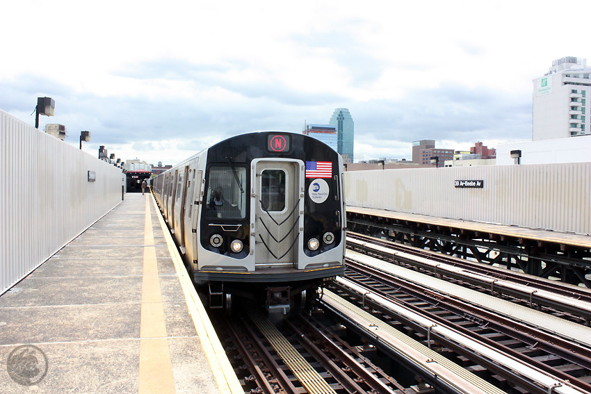 (199k, 850x567)<br><b>Country:</b> United States<br><b>City:</b> New York<br><b>System:</b> New York City Transit<br><b>Line:</b> BMT Astoria Line<br><b>Location:</b> 39th/Beebe Aves. <br><b>Route:</b> N<br><b>Car:</b> R-160A/R-160B Series (Number Unknown)  <br><b>Photo by:</b> Jon Lebowitz<br><b>Date:</b> 5/19/2010<br><b>Viewed (this week/total):</b> 1 / 464