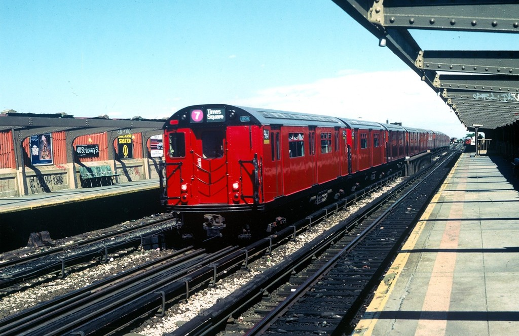 (208k, 1024x664)<br><b>Country:</b> United States<br><b>City:</b> New York<br><b>System:</b> New York City Transit<br><b>Line:</b> IRT Flushing Line<br><b>Location:</b> 40th Street/Lowery Street <br><b>Car:</b> R-36 World's Fair (St. Louis, 1963-64) 9641 <br><b>Collection of:</b> George Conrad Collection<br><b>Date:</b> 1985<br><b>Viewed (this week/total):</b> 6 / 2131