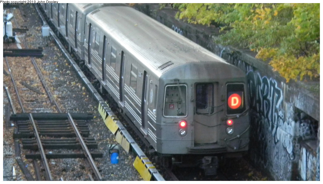 (222k, 1044x596)<br><b>Country:</b> United States<br><b>City:</b> New York<br><b>System:</b> New York City Transit<br><b>Line:</b> BMT Sea Beach Line<br><b>Location:</b> Fort Hamilton Parkway <br><b>Route:</b> D reroute<br><b>Car:</b> R-68 (Westinghouse-Amrail, 1986-1988)  2534 <br><b>Photo by:</b> John Dooley<br><b>Date:</b> 11/8/2010<br><b>Viewed (this week/total):</b> 7 / 680