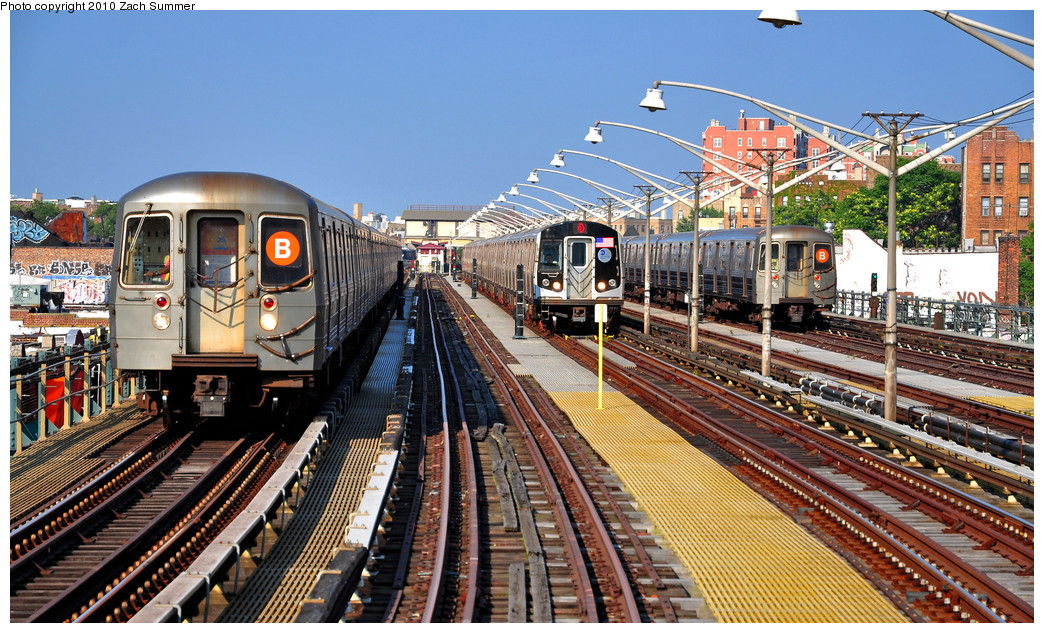 (344k, 1044x633)<br><b>Country:</b> United States<br><b>City:</b> New York<br><b>System:</b> New York City Transit<br><b>Line:</b> BMT Brighton Line<br><b>Location:</b> Ocean Parkway <br><b>Car:</b> R-68A (Kawasaki, 1988-1989)  5114 <br><b>Photo by:</b> Zach Summer<br><b>Date:</b> 7/6/2010<br><b>Notes:</b> R68A 5114-B Yard Move, R160B 8928-Q, R68A 5074-B Layup<br><b>Viewed (this week/total):</b> 12 / 1351