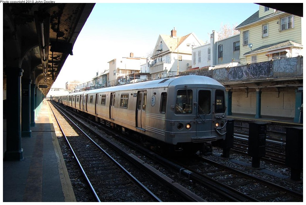 (232k, 1044x699)<br><b>Country:</b> United States<br><b>City:</b> New York<br><b>System:</b> New York City Transit<br><b>Line:</b> BMT Sea Beach Line<br><b>Location:</b> Avenue U <br><b>Route:</b> R layup<br><b>Car:</b> R-46 (Pullman-Standard, 1974-75) 5542 <br><b>Photo by:</b> John Dooley<br><b>Date:</b> 11/29/2010<br><b>Viewed (this week/total):</b> 6 / 1045