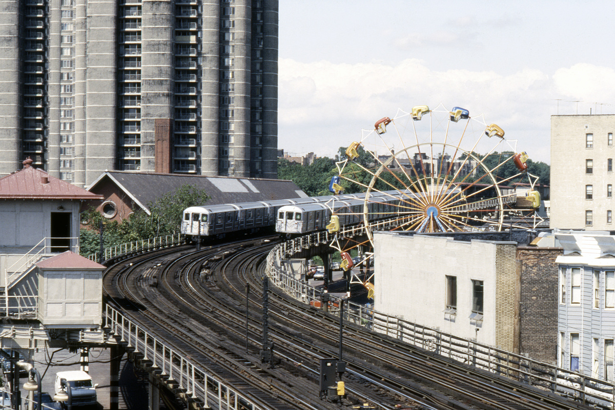 (332k, 1024x689)<br><b>Country:</b> United States<br><b>City:</b> New York<br><b>System:</b> New York City Transit<br><b>Line:</b> IRT Woodlawn Line<br><b>Location:</b> Bedford Park Boulevard <br><b>Route:</b> 4<br><b>Car:</b> R-62 (Kawasaki, 1983-1985)   <br><b>Collection of:</b> Collection of nycsubway.org <br><b>Notes:</b> 1980s<br><b>Viewed (this week/total):</b> 4 / 2093