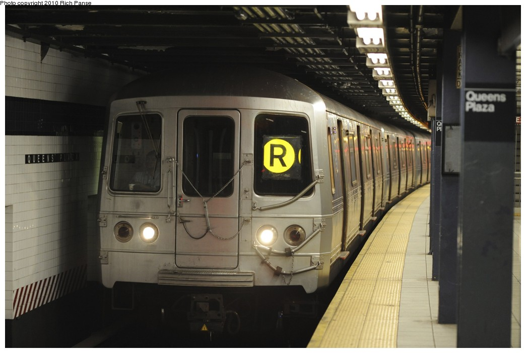 (139k, 1044x701)<br><b>Country:</b> United States<br><b>City:</b> New York<br><b>System:</b> New York City Transit<br><b>Line:</b> IND Queens Boulevard Line<br><b>Location:</b> Queens Plaza <br><b>Route:</b> R<br><b>Car:</b> R-46 (Pullman-Standard, 1974-75) 5764 <br><b>Photo by:</b> Richard Panse<br><b>Date:</b> 12/5/2010<br><b>Viewed (this week/total):</b> 1 / 409
