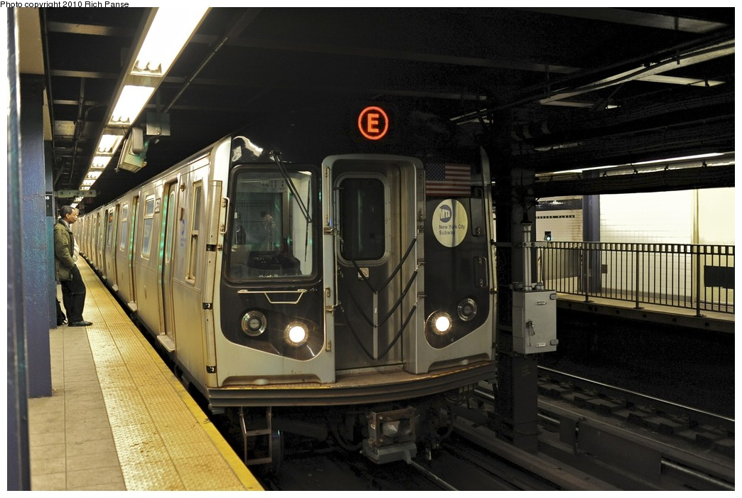 (179k, 1044x701)<br><b>Country:</b> United States<br><b>City:</b> New York<br><b>System:</b> New York City Transit<br><b>Line:</b> IND Queens Boulevard Line<br><b>Location:</b> Queens Plaza <br><b>Route:</b> E<br><b>Car:</b> R-160A (Option 1) (Alstom, 2008-2009, 5 car sets)  9533 <br><b>Photo by:</b> Richard Panse<br><b>Date:</b> 12/5/2010<br><b>Viewed (this week/total):</b> 6 / 750