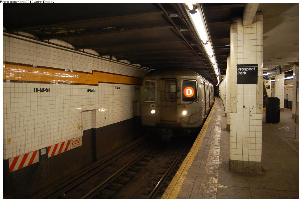 (202k, 1044x699)<br><b>Country:</b> United States<br><b>City:</b> New York<br><b>System:</b> New York City Transit<br><b>Line:</b> IND Crosstown Line<br><b>Location:</b> 15th Street/Prospect Park <br><b>Route:</b> D reroute<br><b>Car:</b> R-68/R-68A Series (Number Unknown)  <br><b>Photo by:</b> John Dooley<br><b>Date:</b> 12/12/2010<br><b>Viewed (this week/total):</b> 4 / 633