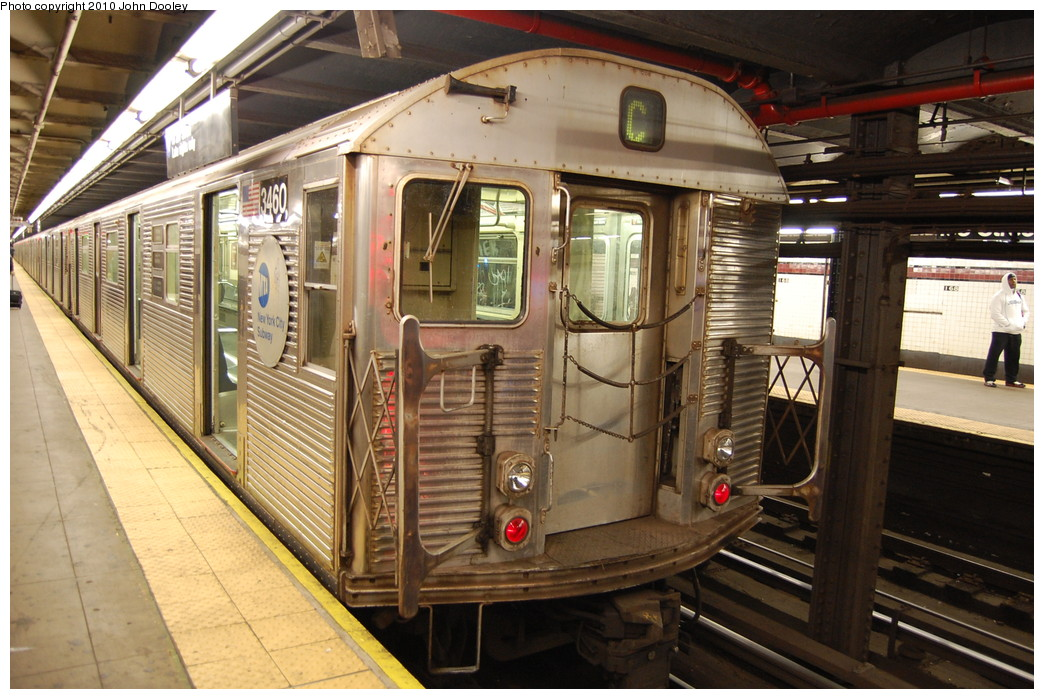 (289k, 1044x699)<br><b>Country:</b> United States<br><b>City:</b> New York<br><b>System:</b> New York City Transit<br><b>Line:</b> IND 8th Avenue Line<br><b>Location:</b> 168th Street <br><b>Route:</b> C<br><b>Car:</b> R-32 (Budd, 1964)  3460 <br><b>Photo by:</b> John Dooley<br><b>Date:</b> 12/3/2010<br><b>Viewed (this week/total):</b> 6 / 317