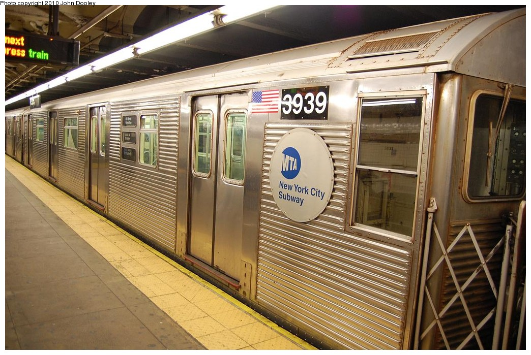 (263k, 1044x699)<br><b>Country:</b> United States<br><b>City:</b> New York<br><b>System:</b> New York City Transit<br><b>Line:</b> IND 8th Avenue Line<br><b>Location:</b> 168th Street <br><b>Route:</b> C<br><b>Car:</b> R-32 (Budd, 1964)  3939 <br><b>Photo by:</b> John Dooley<br><b>Date:</b> 12/3/2010<br><b>Viewed (this week/total):</b> 2 / 447