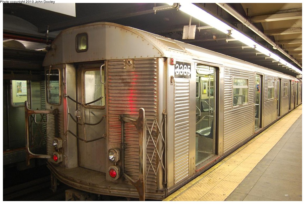 (237k, 1044x699)<br><b>Country:</b> United States<br><b>City:</b> New York<br><b>System:</b> New York City Transit<br><b>Line:</b> IND 8th Avenue Line<br><b>Location:</b> 168th Street <br><b>Route:</b> C<br><b>Car:</b> R-32 (Budd, 1964)  3385 <br><b>Photo by:</b> John Dooley<br><b>Date:</b> 12/3/2010<br><b>Viewed (this week/total):</b> 0 / 279