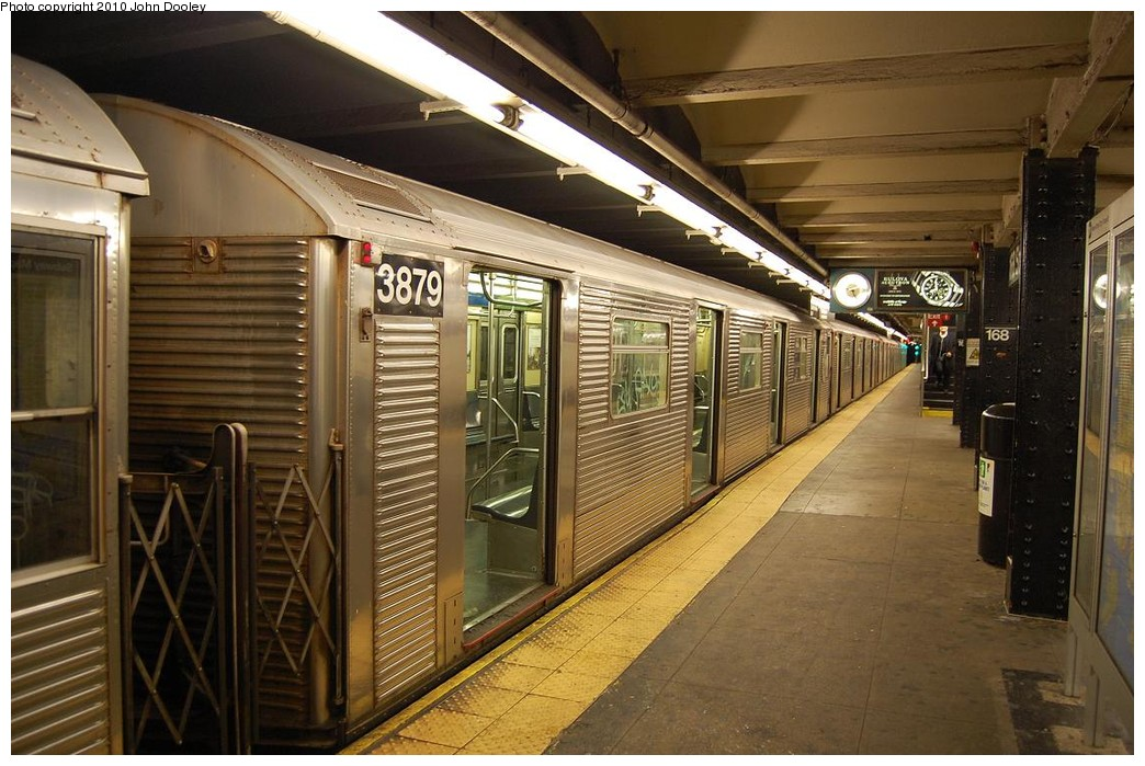 (239k, 1044x699)<br><b>Country:</b> United States<br><b>City:</b> New York<br><b>System:</b> New York City Transit<br><b>Line:</b> IND 8th Avenue Line<br><b>Location:</b> 168th Street <br><b>Route:</b> C<br><b>Car:</b> R-32 (Budd, 1964)  3879 <br><b>Photo by:</b> John Dooley<br><b>Date:</b> 12/3/2010<br><b>Viewed (this week/total):</b> 0 / 277