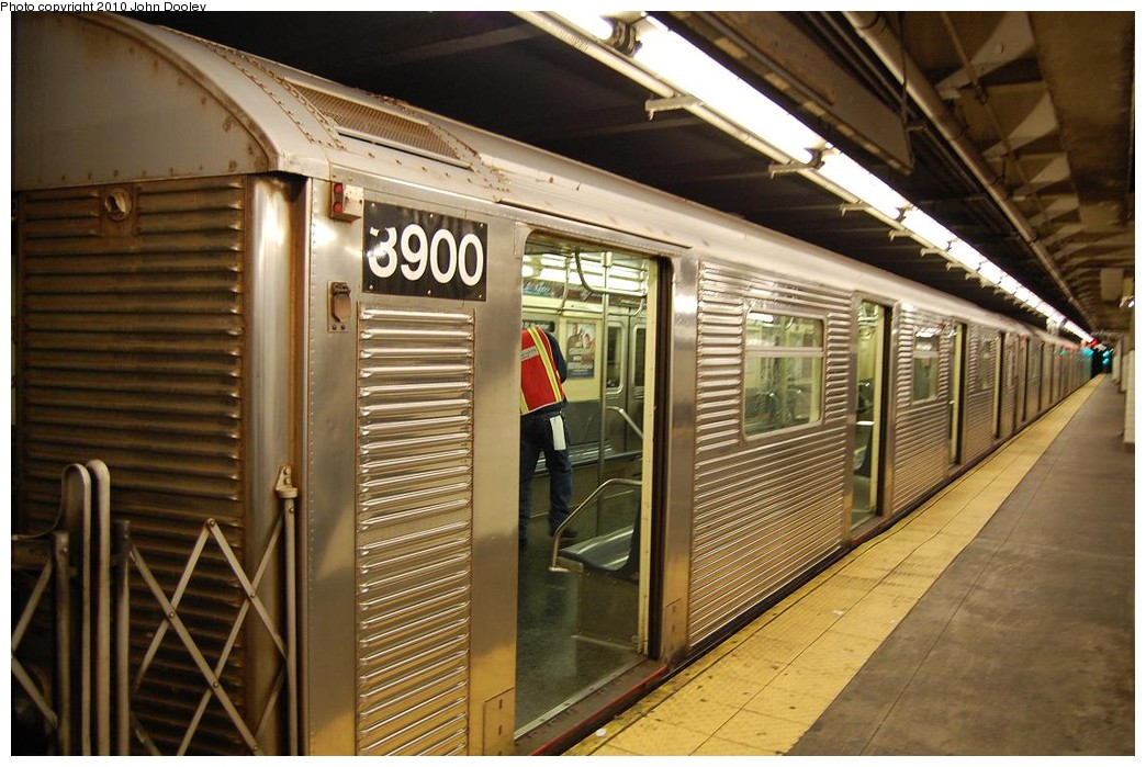 (237k, 1044x699)<br><b>Country:</b> United States<br><b>City:</b> New York<br><b>System:</b> New York City Transit<br><b>Line:</b> IND 8th Avenue Line<br><b>Location:</b> 168th Street <br><b>Route:</b> C<br><b>Car:</b> R-32 (Budd, 1964)  3900 <br><b>Photo by:</b> John Dooley<br><b>Date:</b> 12/3/2010<br><b>Viewed (this week/total):</b> 1 / 195