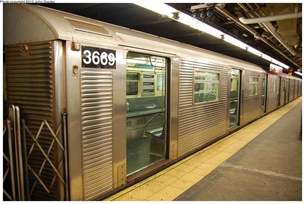 (249k, 1044x699)<br><b>Country:</b> United States<br><b>City:</b> New York<br><b>System:</b> New York City Transit<br><b>Line:</b> IND 8th Avenue Line<br><b>Location:</b> 168th Street <br><b>Route:</b> C<br><b>Car:</b> R-32 (Budd, 1964)  3669 <br><b>Photo by:</b> John Dooley<br><b>Date:</b> 12/3/2010<br><b>Viewed (this week/total):</b> 4 / 311