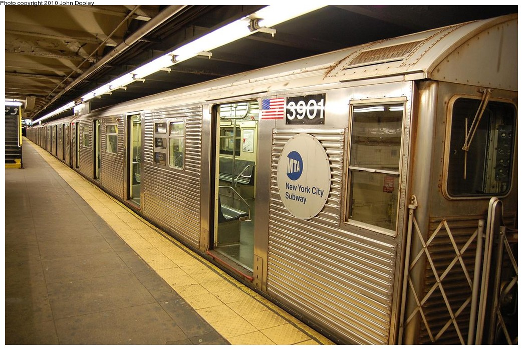 (271k, 1044x699)<br><b>Country:</b> United States<br><b>City:</b> New York<br><b>System:</b> New York City Transit<br><b>Line:</b> IND 8th Avenue Line<br><b>Location:</b> 168th Street <br><b>Route:</b> C<br><b>Car:</b> R-32 (Budd, 1964)  3901 <br><b>Photo by:</b> John Dooley<br><b>Date:</b> 12/3/2010<br><b>Viewed (this week/total):</b> 1 / 874