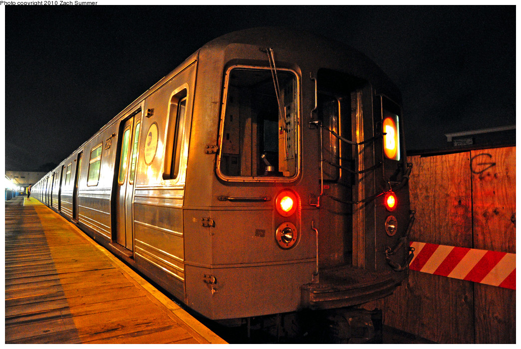 (308k, 1044x700)<br><b>Country:</b> United States<br><b>City:</b> New York<br><b>System:</b> New York City Transit<br><b>Line:</b> BMT Brighton Line<br><b>Location:</b> Kings Highway <br><b>Route:</b> B<br><b>Car:</b> R-68 (Westinghouse-Amrail, 1986-1988)  2884 <br><b>Photo by:</b> Zach Summer<br><b>Date:</b> 7/8/2010<br><b>Viewed (this week/total):</b> 1 / 638