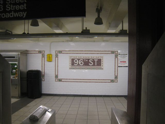 (38k, 640x480)<br><b>Country:</b> United States<br><b>City:</b> New York<br><b>System:</b> New York City Transit<br><b>Line:</b> IRT West Side Line<br><b>Location:</b> 96th Street <br><b>Photo by:</b> David Blair<br><b>Date:</b> 11/6/2010<br><b>Notes:</b> 94th St entrance.<br><b>Viewed (this week/total):</b> 3 / 342