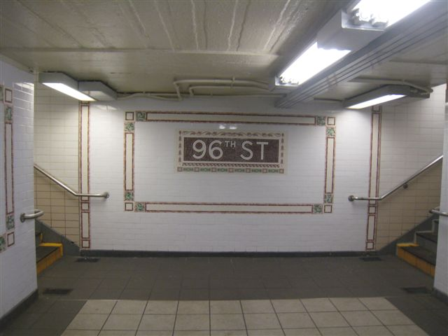 (41k, 640x480)<br><b>Country:</b> United States<br><b>City:</b> New York<br><b>System:</b> New York City Transit<br><b>Line:</b> IRT West Side Line<br><b>Location:</b> 96th Street <br><b>Photo by:</b> David Blair<br><b>Date:</b> 11/6/2010<br><b>Notes:</b> 94th St entrance.<br><b>Viewed (this week/total):</b> 2 / 1156