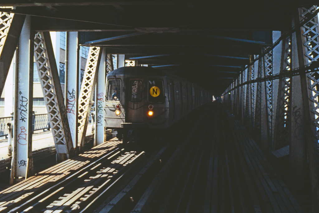 (245k, 1024x677)<br><b>Country:</b> United States<br><b>City:</b> New York<br><b>System:</b> New York City Transit<br><b>Location:</b> Manhattan Bridge<br><b>Route:</b> N<br><b>Car:</b> R-68/R-68A Series (Number Unknown)  <br><b>Collection of:</b> Collection of nycsubway.org <br><b>Notes:</b> 1980s<br><b>Viewed (this week/total):</b> 10 / 2154