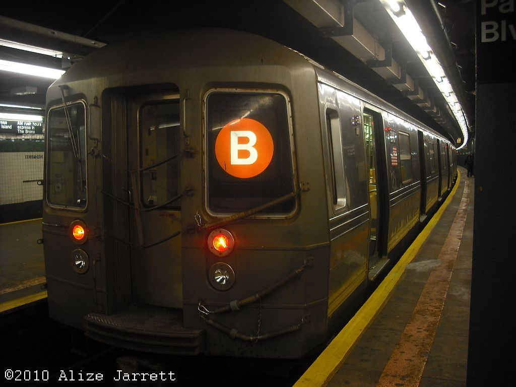 (101k, 1024x768)<br><b>Country:</b> United States<br><b>City:</b> New York<br><b>System:</b> New York City Transit<br><b>Line:</b> IND Concourse Line<br><b>Location:</b> Bedford Park Boulevard <br><b>Route:</b> B<br><b>Car:</b> R-68A (Kawasaki, 1988-1989)   <br><b>Photo by:</b> Alize Jarrett<br><b>Date:</b> 11/9/2010<br><b>Viewed (this week/total):</b> 1 / 846