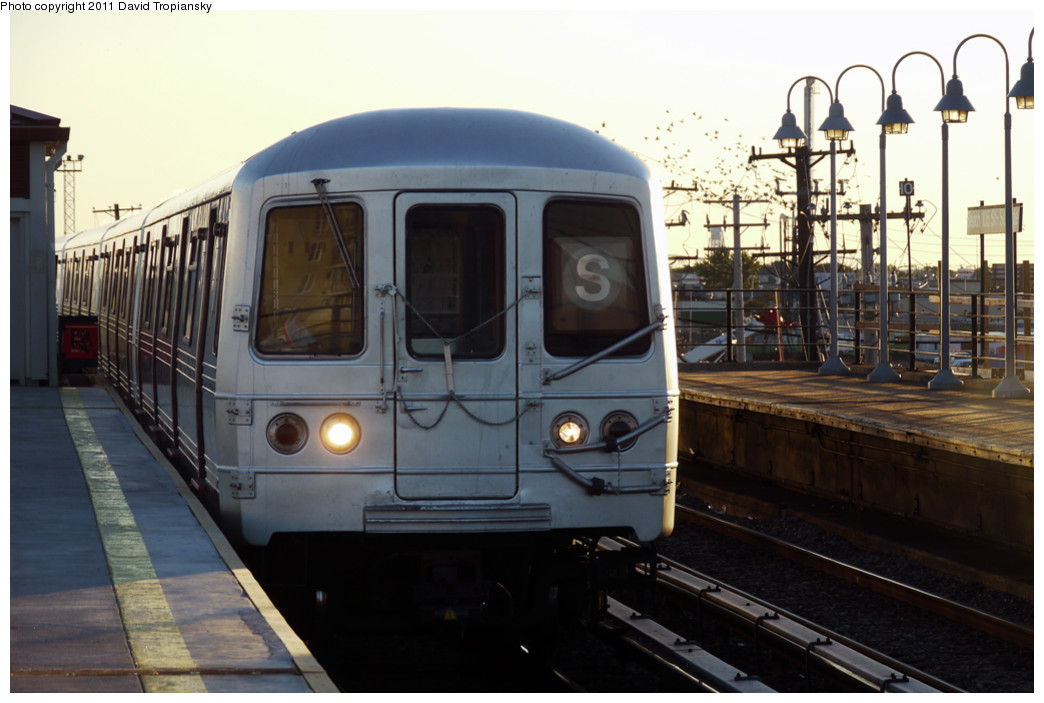(203k, 1044x703)<br><b>Country:</b> United States<br><b>City:</b> New York<br><b>System:</b> New York City Transit<br><b>Line:</b> IND Rockaway<br><b>Location:</b> Beach 105th Street/Seaside <br><b>Route:</b> S<br><b>Car:</b> R-46 (Pullman-Standard, 1974-75)  <br><b>Photo by:</b> David Tropiansky<br><b>Date:</b> 8/27/2010<br><b>Viewed (this week/total):</b> 0 / 759