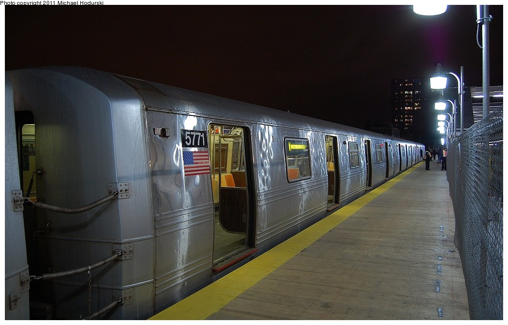 (224k, 1044x667)<br><b>Country:</b> United States<br><b>City:</b> New York<br><b>System:</b> New York City Transit<br><b>Line:</b> IND Crosstown Line<br><b>Location:</b> 4th Avenue <br><b>Route:</b> G<br><b>Car:</b> R-46 (Pullman-Standard, 1974-75) 5771 <br><b>Photo by:</b> Michael Hodurski<br><b>Date:</b> 1/17/2011<br><b>Notes:</b> Temporary platform.<br><b>Viewed (this week/total):</b> 0 / 922