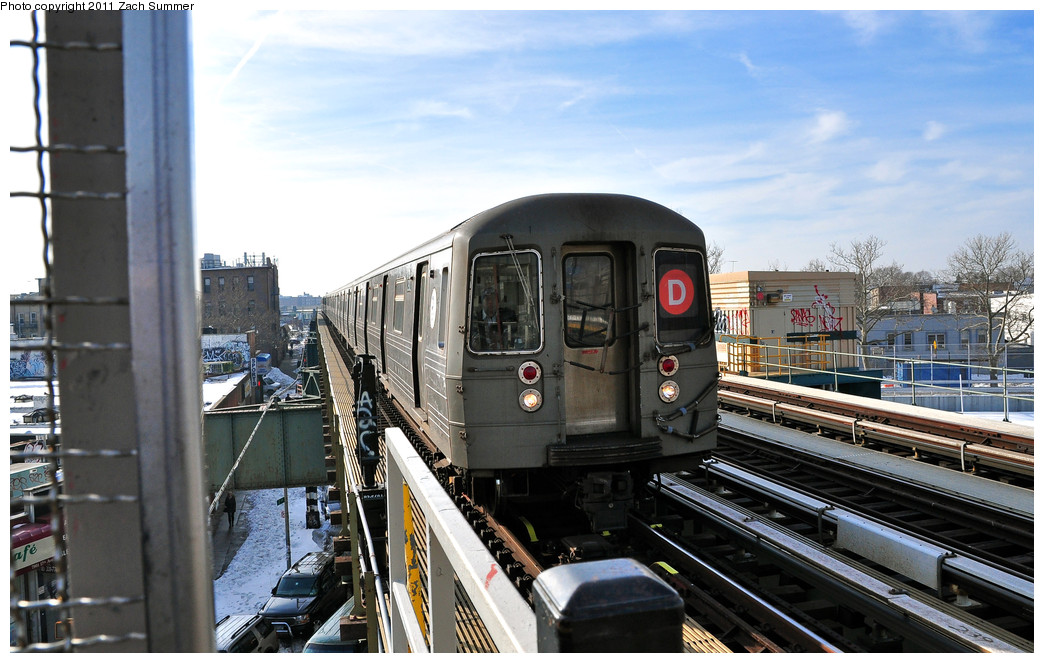 (247k, 1044x663)<br><b>Country:</b> United States<br><b>City:</b> New York<br><b>System:</b> New York City Transit<br><b>Line:</b> BMT West End Line<br><b>Location:</b> 79th Street <br><b>Route:</b> D<br><b>Car:</b> R-68 (Westinghouse-Amrail, 1986-1988)  2912 <br><b>Photo by:</b> Zach Summer<br><b>Date:</b> 12/31/2010<br><b>Viewed (this week/total):</b> 1 / 902